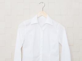 爽やかなイメージの白いシャツ